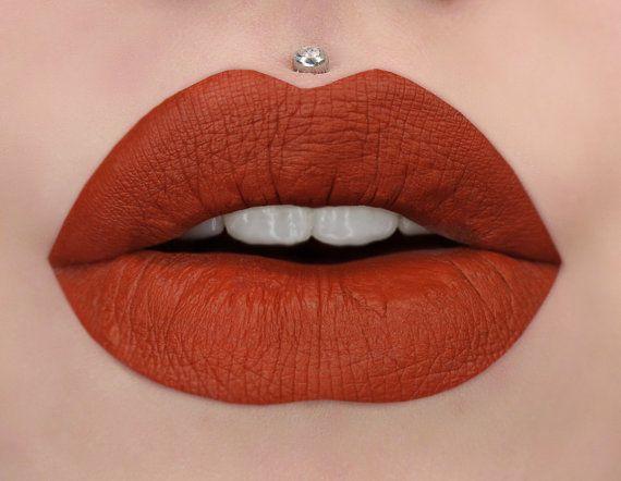 Dimenticato  rossetto liquido opaco rosso mattone di BeautyUndead