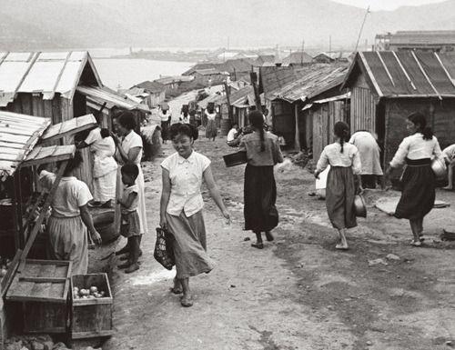 [리뷰] 1950 0625 한국전쟁 사진집 - 가슴아픈 역사의 흔적들--부산피난민촌.