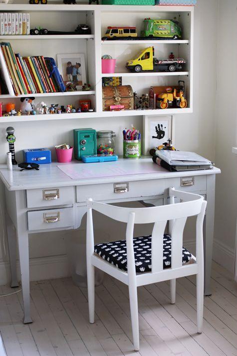 måla skrivbordet grått?