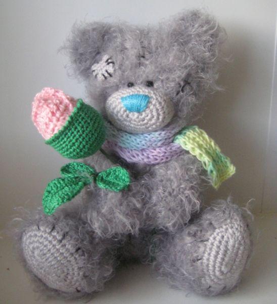 Чтобы Тедди не грустил, можно связать для него милую подружку в модной юбочке.  По одной и той же схеме вязания крючком у каждого медвежонка получается свой особенный характер.  На северном полюсе тоже живут медвежата Тедди.