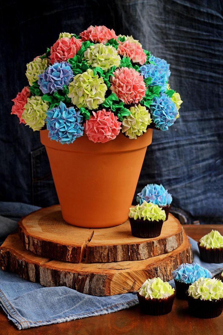 How to Make a Simple Cupcake Bouquet | The Bearfoot Baker