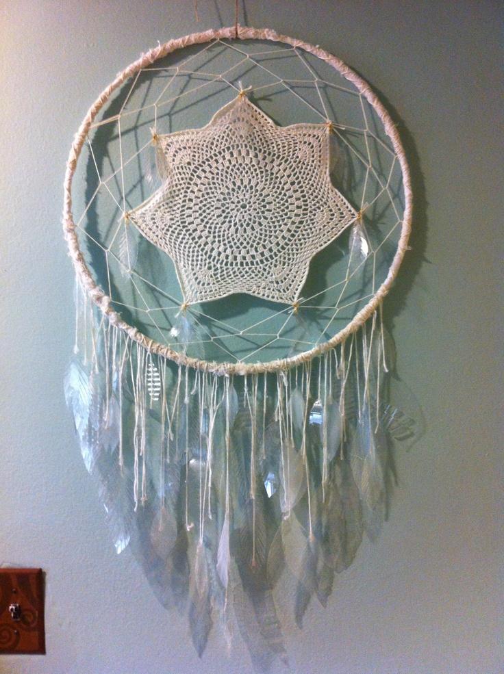 #dreamcatcher #feathers #diy #plastic Thinking hula hoop , fish net, n Doyle.