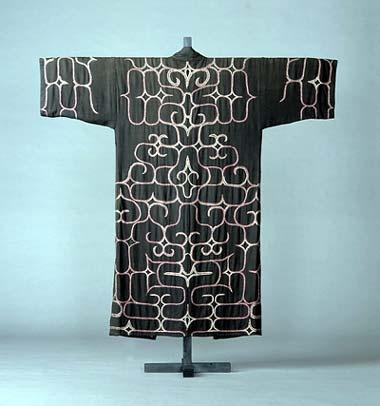 一番の日本人!【Ainu Tribe: Japanese Race】Patterns of The Ainu Tribe: Japanese Race 日本は「単一民族国家」です。「アイヌ民族」などというものは存在しません。「アイヌは部族の名前」です。日本で一番「古代より受け継ぐオリジナル日本人」の血の濃いのがアイヌの人達, 二番目に濃いのが沖縄の人達です。つまり彼等こそが「日本人の中の日本人!」「オリジナル日本人!」と胸を張って言える人達なのです。「ヤマト民族に侵略されたカワイソウな先住民族」などではありません!日本を刻々と侵略している支那朝鮮の仕掛けた「分断工作」に騙されないで下さい!北海道と沖縄で全く同じ「分断工作」が仕掛けられています。