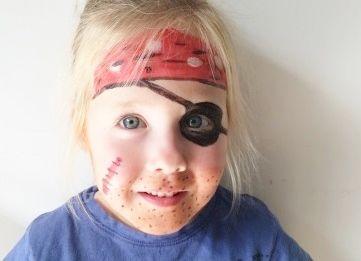 Klein piraatje! #schminken #piraat #kids