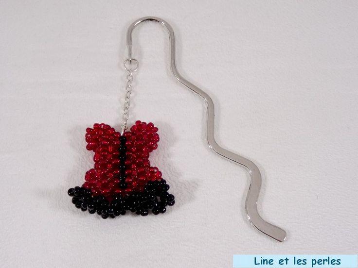 Marque-page corset rouge et noir