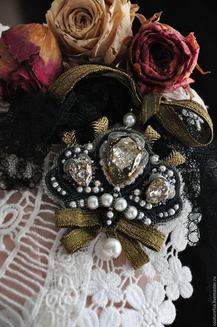 """Купить Брошь """"Ваше Величество"""" - золотистый, серебро с золотом, черный с золотом, корона, брошь корона"""