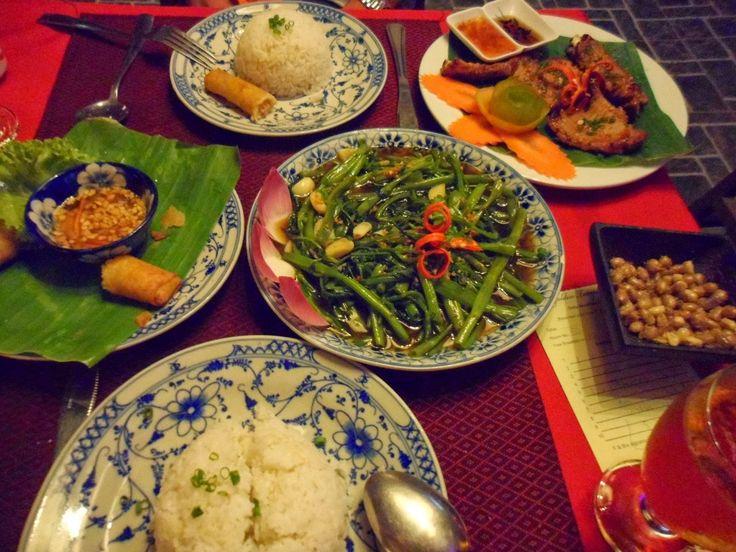 ¿Qué comer en Camboya?     La comida Camboyana  es muy rica y utiliza muchos ingredientes como: pescado, arroz, carne, huevos, verduras......
