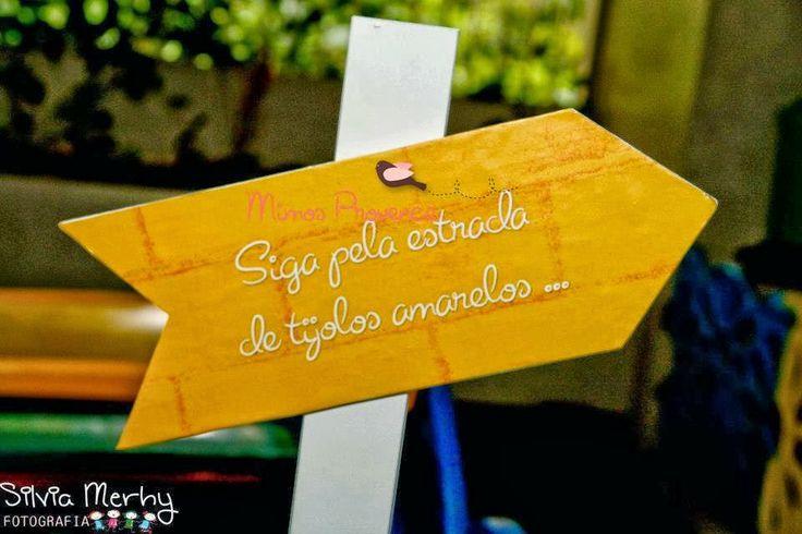 Tema escolhido de Hoje... O Mágico de Oz Um linda história onde os tijolos amarelos levam para um Mundo encantador e livre para Sonhar... Confira ☺ http://isaacparasempre.blogspot.com.br/2013/10/tema-o-magico-de-oz.html