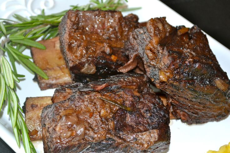 Red Wine Braised Crock Pot Short Ribs Recipe www.prettybitches... More
