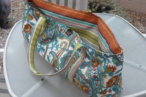 Yoga bag tutorial based on Sew4Home version (http://www.sew4home.com/projects/storage-solutions/yoga-mat-tote). This one has a fabric strap instead of a webbed strap.