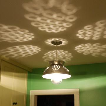 Colander Lookalike LampsDoors Headboards, Hanging Lights, Decor Ideas, Lights Fixtures, Trav'Lin Lights, Colander Lights, Ceilings Lamps, Lights Ideas, Hanging Lamps