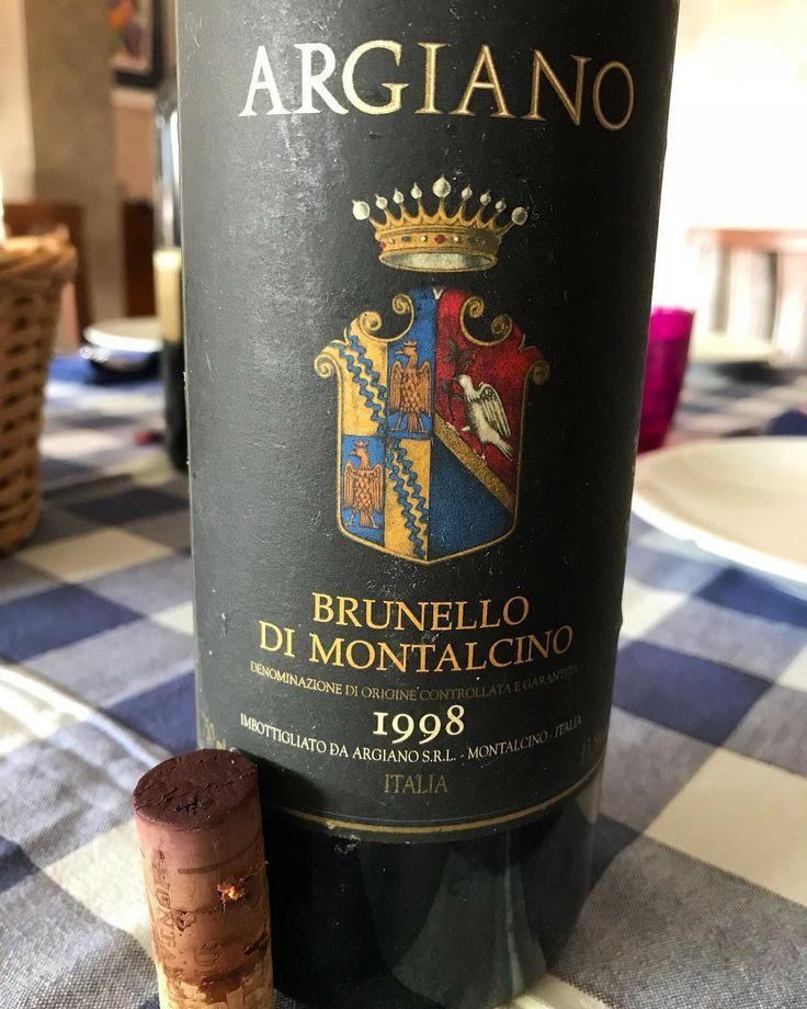 Sometimes #Tuscany makes me say #WOW. Definitely #outstanding @cantina_argiano #brunellodimontalcino #brunellodimontalcino1998 #toscana #argiano