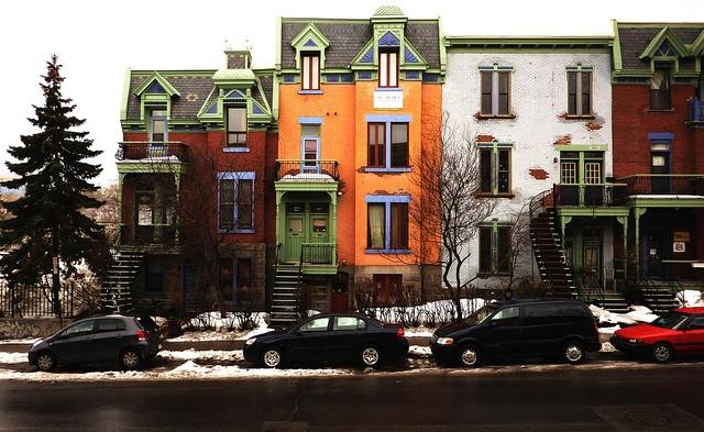 Montréal, 27 fév. 2010. Les 3968-3980, rue St-Urbain.  Construction: 1900