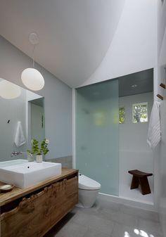 Tegen de regels in in de badkamer Roomed | roomed.nl