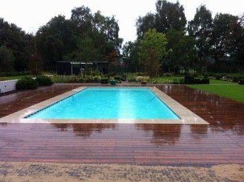 Zwembad  afwerking  met hout