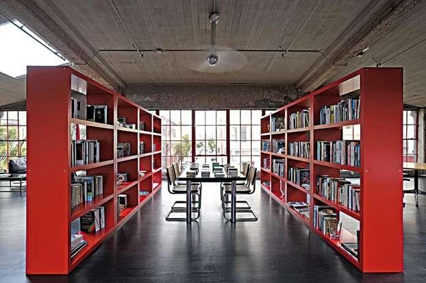 Genio ribelle. Così si potrebbe definire la casa dell'artista Clive Mc Carthy. Accade a San Francisco dove l'artista ha trasformato un magazzino di sigarette in un loft