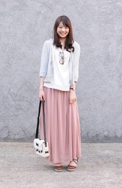 I love this! Looks comfy and casual, not a big fan of the purse, but everything else is really great!