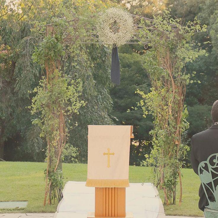 式当日は ここでキリスト式の 儀式を 緑緑しい季節で ほんとに素敵でした #プレ花嫁#卒花嫁#卒花#ガーデンウエディング#ガーデン#garden#gardenwedding#キリスト挙式#ガゼボ#グリーン#green#ブライダル#bridal#結婚式#かすみ草#リース by doremifa_marriage