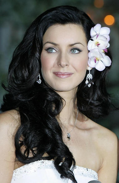 Long wavy bridal hairstyle with floral accessory