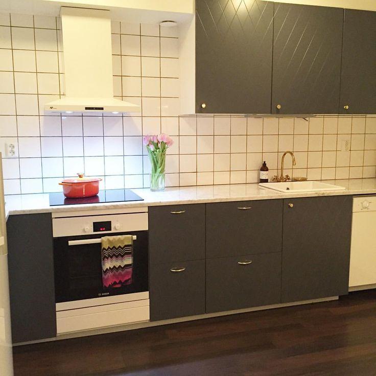Köket är äntligen klart ✔️ marmorskiva och skåpsluckor från @superfrontdotcom  #marmor #mässing #superfront #grått #vårtkök
