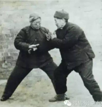 Tai chi chuan China, vintage photo of pushing hands ( tui shou )