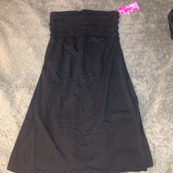 NWT Black Tube Dress NWT Black tube minidress. Perfect as a cover up for the beach. Size S. No trades! Dresses Strapless