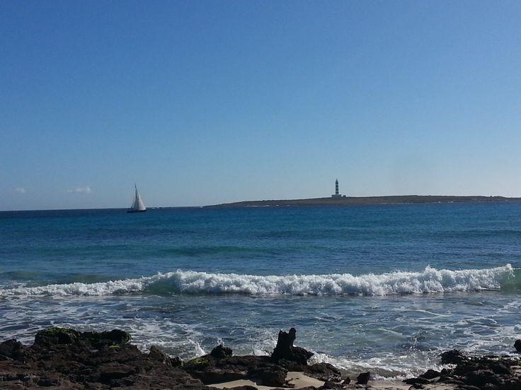Faro Isla del Aire en playa Punta Prima #menorca #mar #puntaprima #minorque
