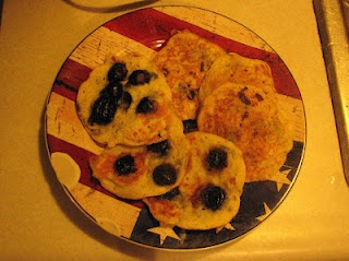 Banana Berry Pancakes: Sugar free, easy to customize and low in fat.