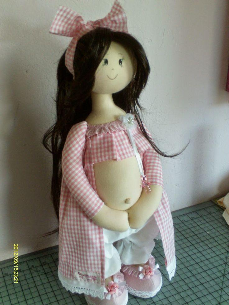 Divina muñeca embarazada en tela. Es una muñeca de la colección de Silvia Torres, crea unas muñecas realmente bonitas, a mi personalmente me encantan. Ahora tu también la puedes hacer.