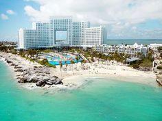 Este hotel de Cancún es ideal para familias donde podrás disfrutar una hermosa playa, tres refrescantes piscinas, excelentes restaurantes y bares, así como un completo spa con reconfortantes tratamientos.