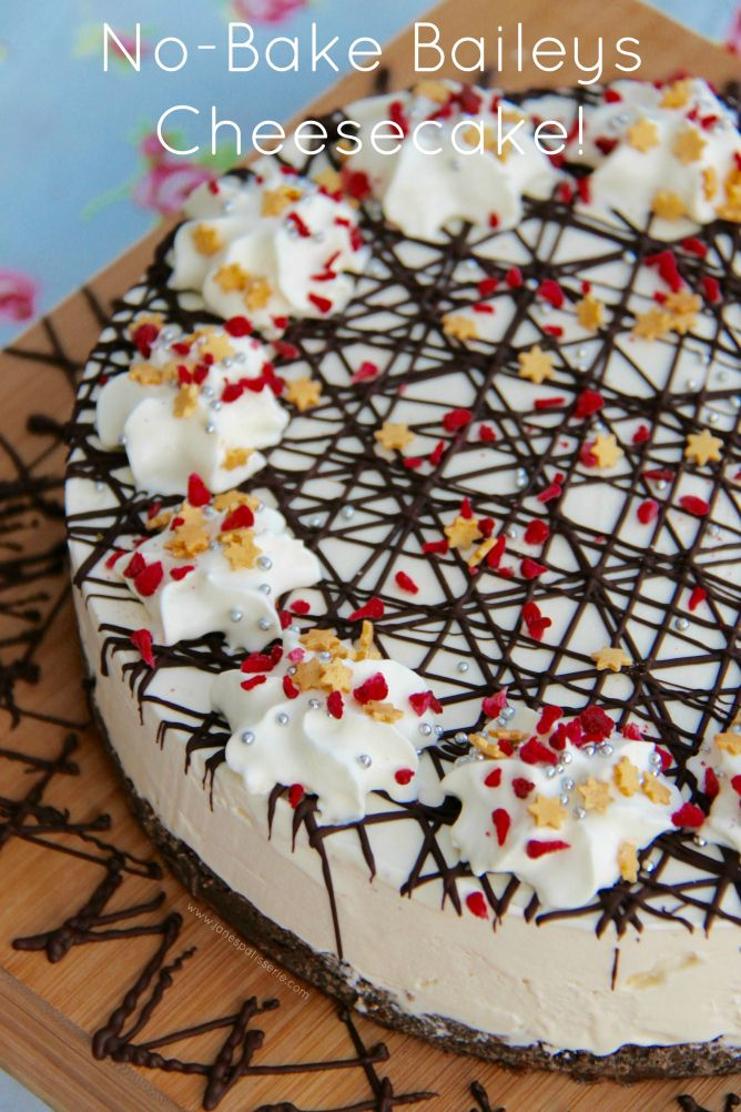 NO-BAKE BAILEYS CHEESECAKE! A DELICIOUS No-Bake Cheesecake that is PERFECT for the Christmas Table – a No-Bake Baileys Cheesecake!