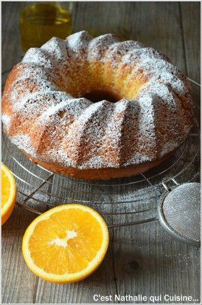 """C'est le moment de profiter des agrumes. J'ai la chance de trouver dans mon panier paysan chaque semaine de délicieuses oranges bio. J'avais repéré sur le très joli blog de Sandy """"Cuisine et Cigares"""" ce gâteau délicatement parfumé à l'orange entière et..."""