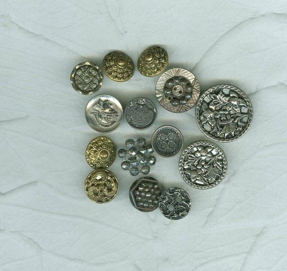 8 Vintage Glass White Pansy Flower Buttons German Craft Sewing  Quilting Jewelry 18 mm
