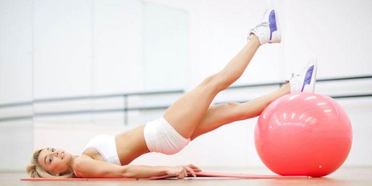 3 oefeningen met de fitnessbal voor mooi gevormde billen   Women's Health