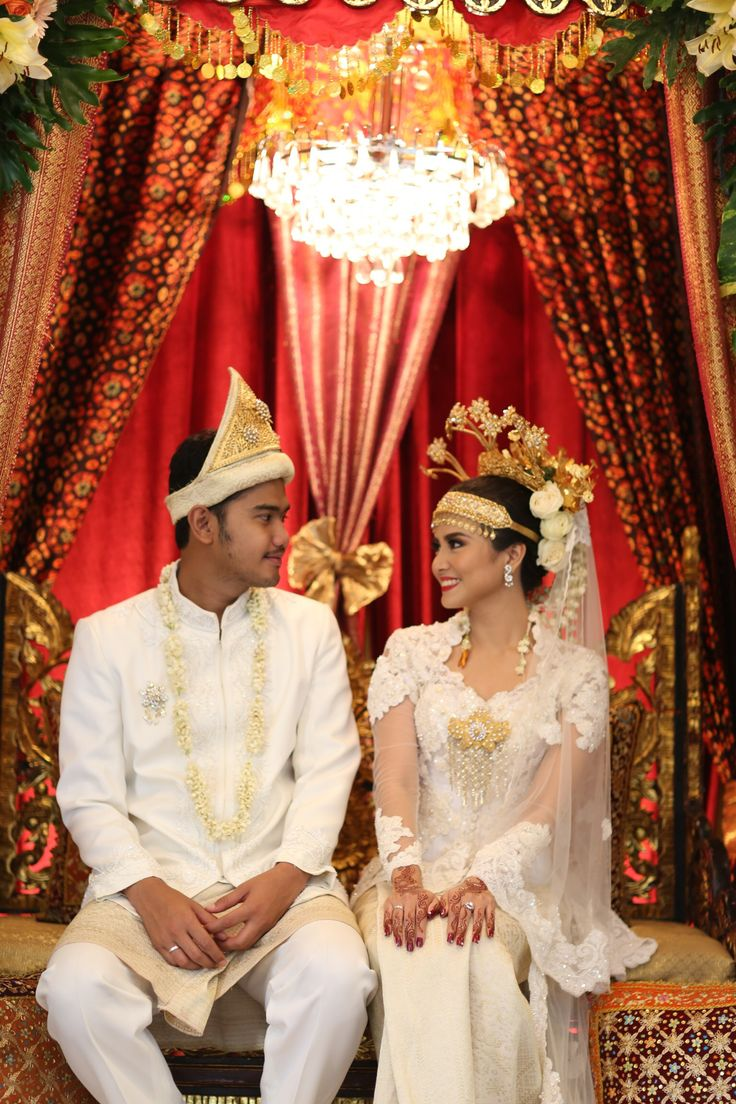 Inspiring post by Bridestory.com, everyone should read about Traditional Palembang Wedding with Beautiful Ornate Details on http://www.bridestory.com/blog/traditional-palembang-wedding-with-beautiful-ornate-details