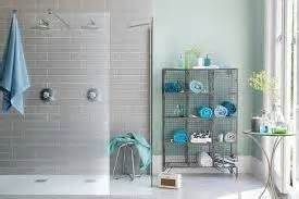 aqua bathroom | Colors: Aqua, Teal, Tiffany Blue, Turquoise