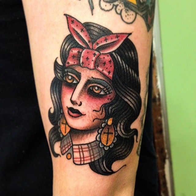 Chica Chica #chola #traditional #tattoo #latina #blingbling #babe #ladyhead #gastowntattoo
