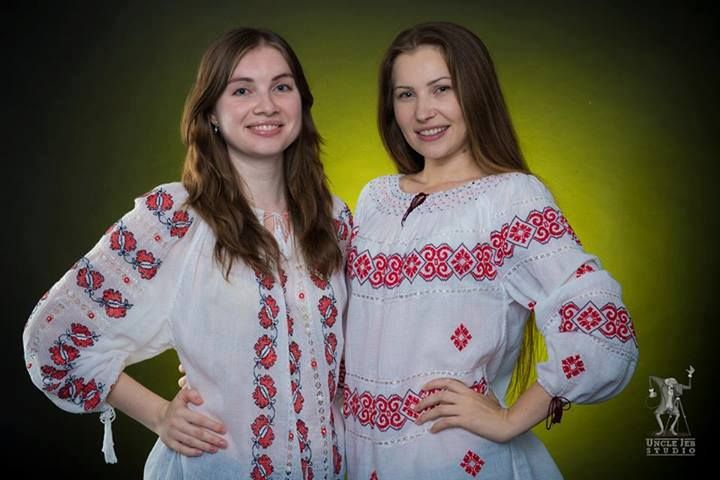 Tatiana and Mirela are two beautiful Romanian ladies that look amazing wearing the traditional Romanian Label blouse! Photo: Uncle Jeb Studio