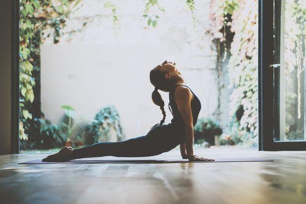 5 ασκήσεις γιόγκα για όμορφο στήθος - Γυμναστική | Ladylike.gr