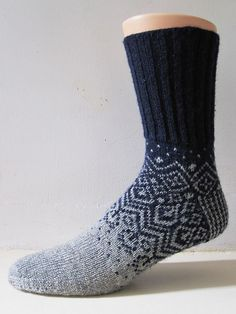 Ravelry: Skandium pattern by General Hogbuffer