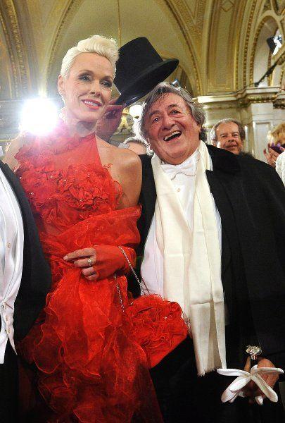 Opernball-Dauergast Lugner macht jedes Jahr mit seinen mehr oder weniger...