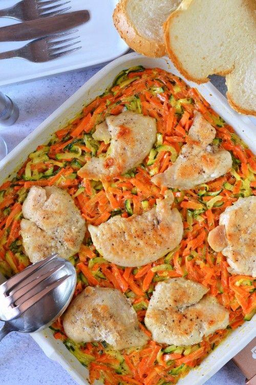 Csirkemell cukkinis sárgarépaágyon recept