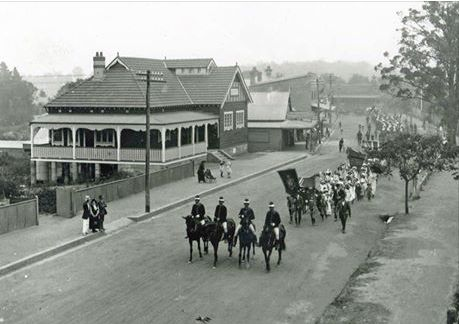 1915 - march to way, passing Springwood School of Arts