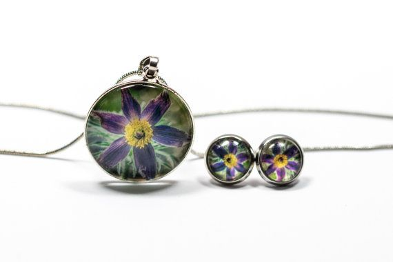 Necklace and earrings flower set