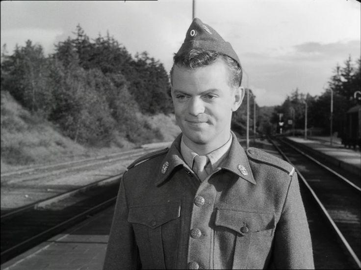 som Peter Rasmussen menig 613, i Soldaterkammerater fra 1958.