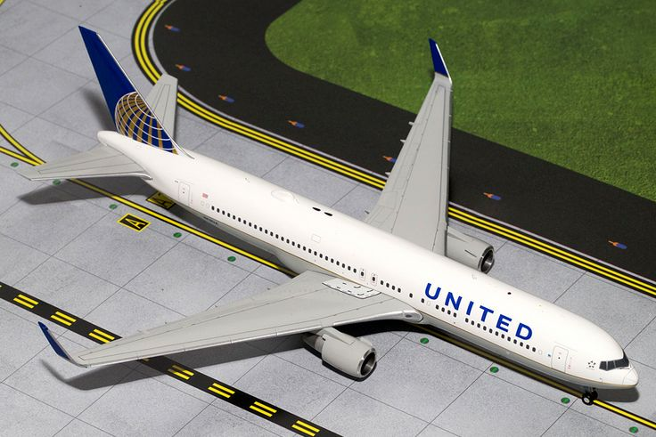 1/200 GeminiJets United Airlines Boeing 767-300ER Diecast Model