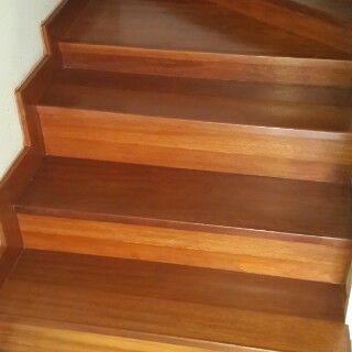 Lantai kayu tipe papan tangga