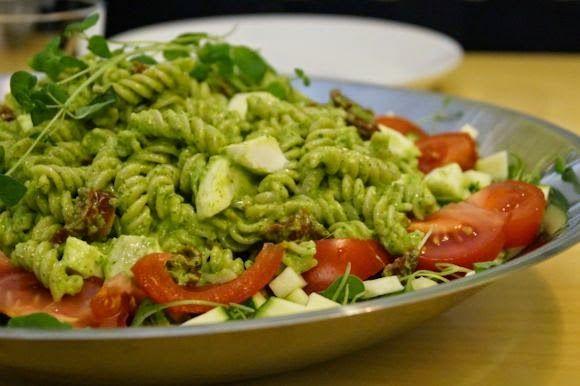 FODMAP-keittiöni Gluteeniton pestopastasalaatti