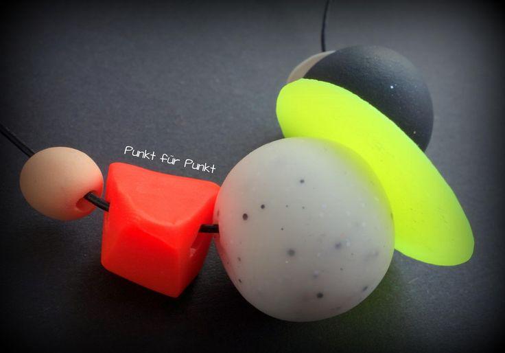 Stylische Neon-Halskette von Punkt für Punkt auf DaWanda.com  Polymerclay, Fimo, Cernit, feather, neon, yellow, black, necklace, granite, geometrie