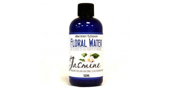 Apa florala de iasomie se obtine ca produs secundar, in urma procesul de distilarea cu aburi a florilor, fiind de fapt apa care a intrat in contact cu planta si din care s-a extras uleiul esential. Apa de flori pastreaza in compozitie moleculele aromatice